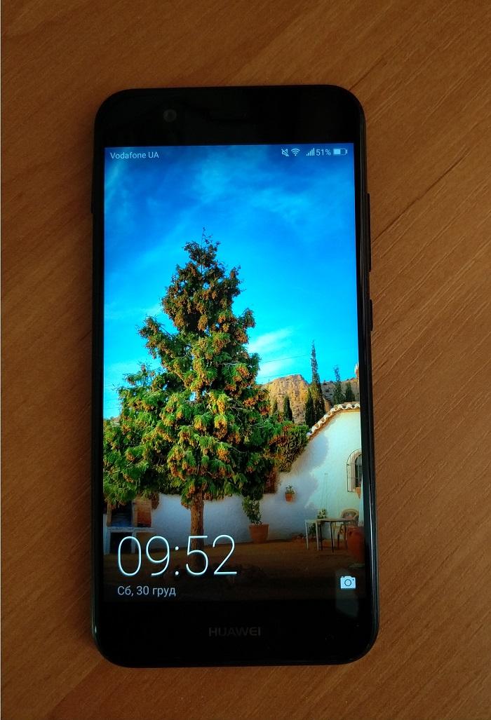 На лицьовій частині смартфона розташовується екран з діагоналлю 5 дюймів f7626014fdc8d