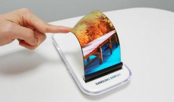 Samsung переносит выпуск смартфонов с гибкими экранами на 2019 год