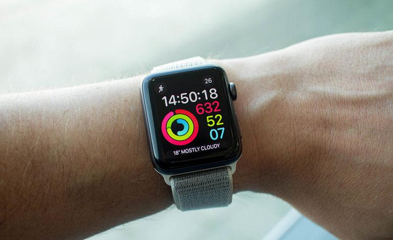 Apple Watch Series 3 можна назвати одними з кращих «розумних» годинників на  ринку. З його допомогою ви можете швидко подивитися повідомлення e2674a92409ee