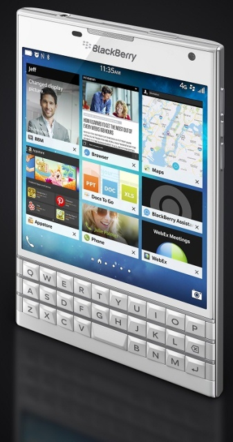 BlackBerry Passport White-вид под углом