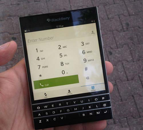 BlackBerry Passport-в руках