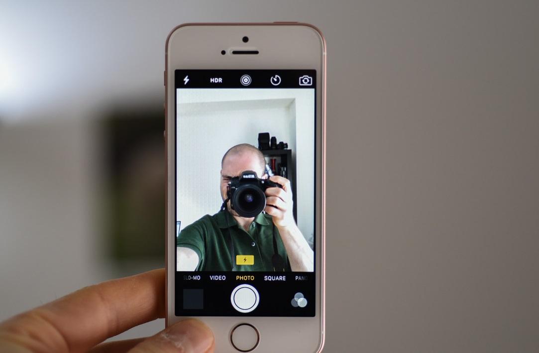 почему айфон переворачивает фото с фронтальной камеры