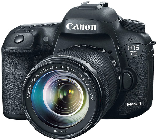 Canon 7D Mark II-вид спереди
