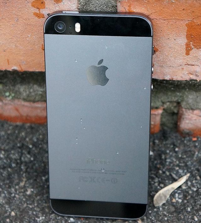 iPhone 5S вид сзади