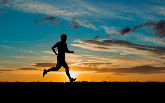 Для стильных и активных фитнес-трекеры JAWBONE и Fitbit уже в АЛЛО – Бег