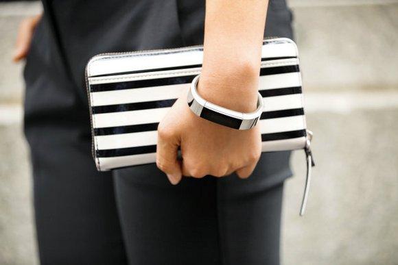 Для стильных и активных фитнес-трекеры JAWBONE и Fitbit уже в АЛЛО – Фитнес-трекер на руке