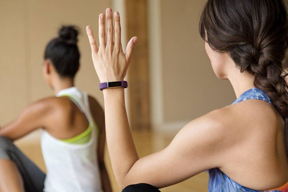 Для стильных и активных фитнес-трекеры JAWBONE и Fitbit уже в АЛЛО – Трекер физической активности