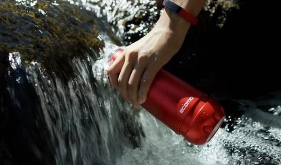 Ecomo — «умная» бутылка, самостоятельно фильтрующая воду