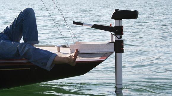Электрический двигатель, расположенный на судне
