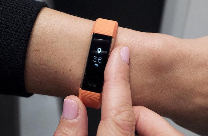 Фитнес-браслет Fitbit-фото