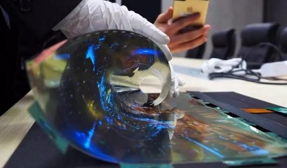 Графен поможет создать более гибкие и прочные дисплеи