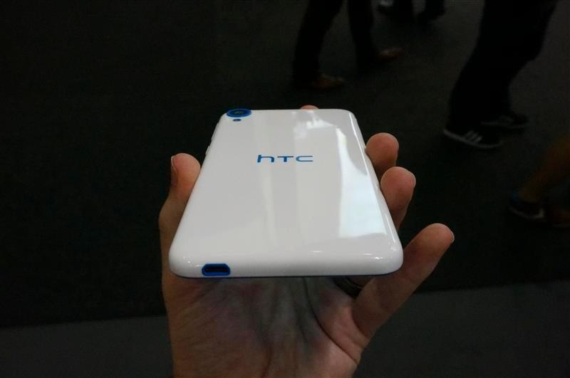 HTC Desire 820 - задняя панель