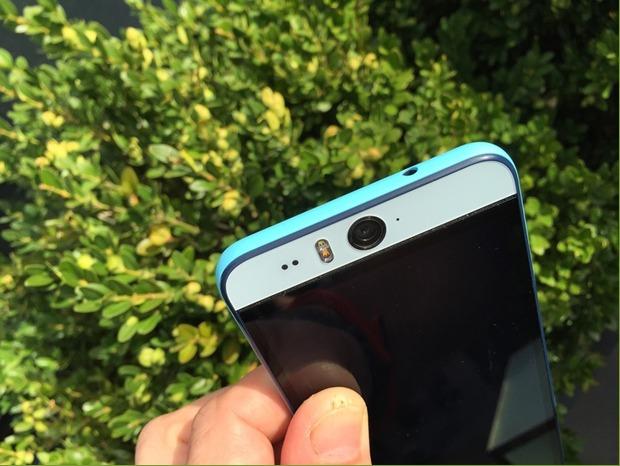 HTC Desire Eye-фронтальная камера 13 мп