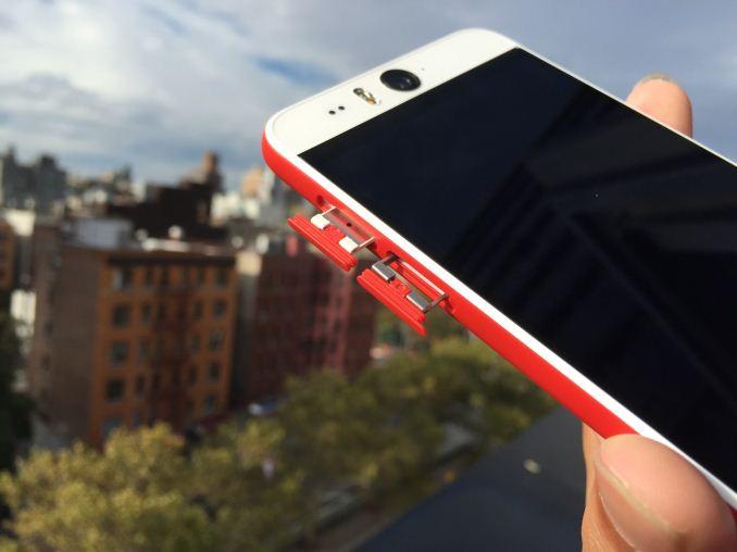 HTC Desire Eye - левая грань