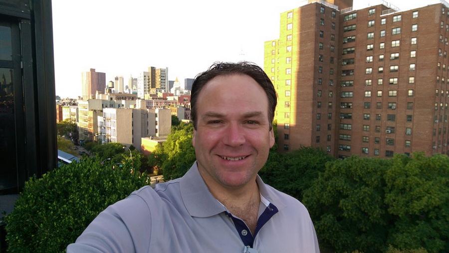 HTC Desire Eye-selfie