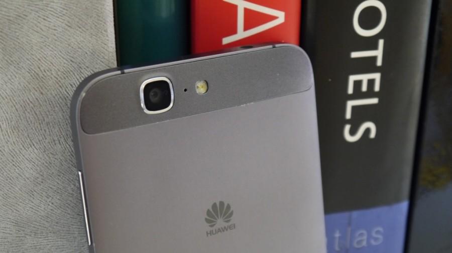 Huawei Ascend G7-фото в интерьере