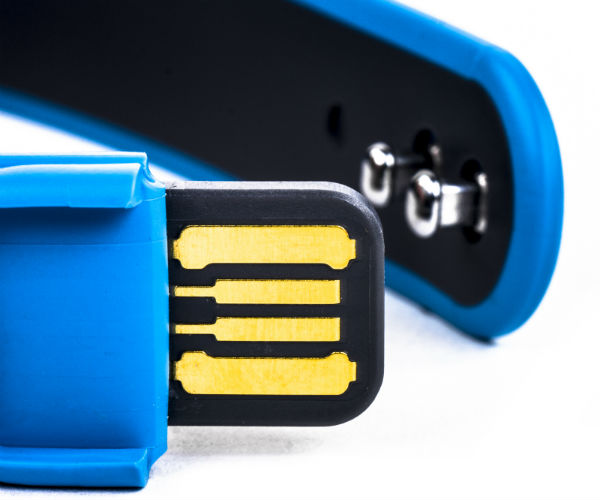Huawei Talkband B1 - разъем USB