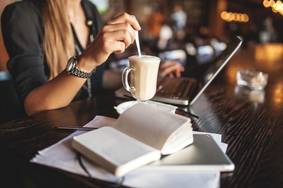Как сделать отличный сайт для своего бизнеса? Kak-ohladit-noutbuk-vazhnye-pravila-i-sovety-Rabota-za-noutbukom-v-kafe