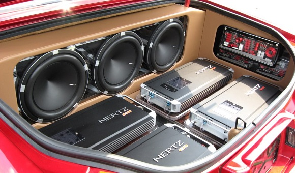 Как выбрать автомобильный усилитель мощности звука - главное фото
