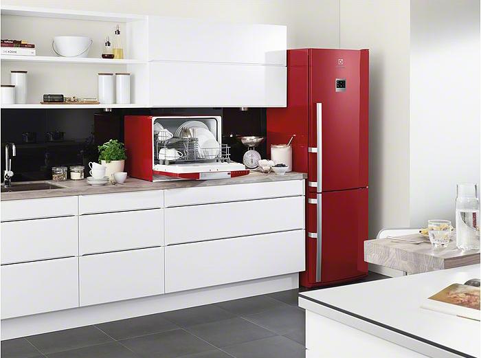 Бордовый холодильник и столешница к нему столешница митлош бежевый