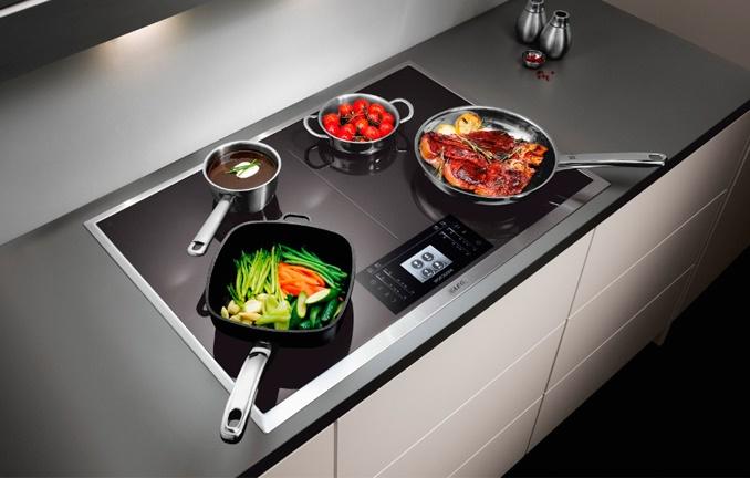 Какая плита лучше индукционная или электрическая – Индукционная панель в интерьере