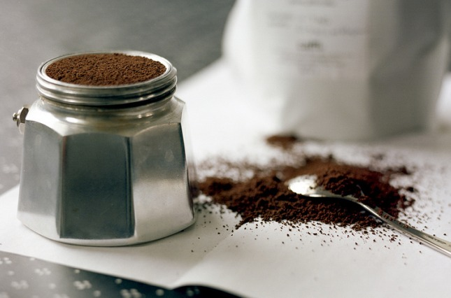 Кофеварка гейзерного типа шпаргалка пользователя – Засыпание кофе