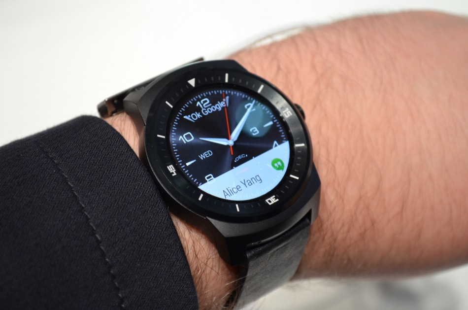 LG G Watch R-на руке