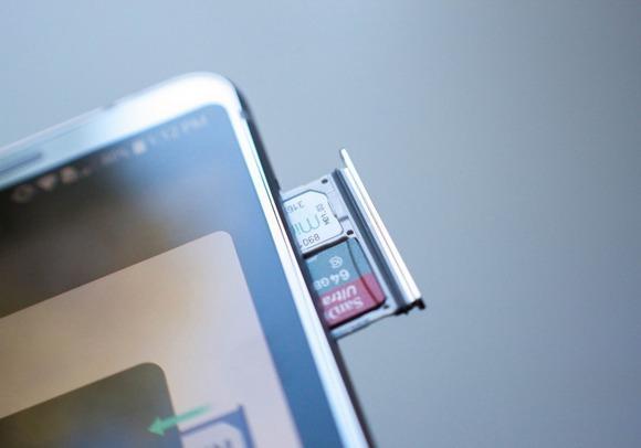 LG G6-слот для карты памяти