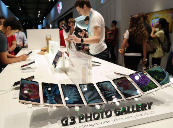 LG-стенд смартфони