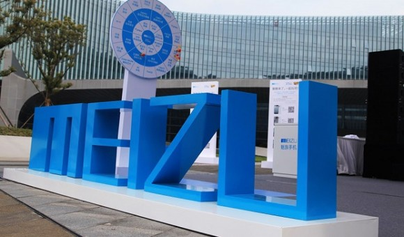 Meizu патентует дополнительный дисплей на задней панели смартфона
