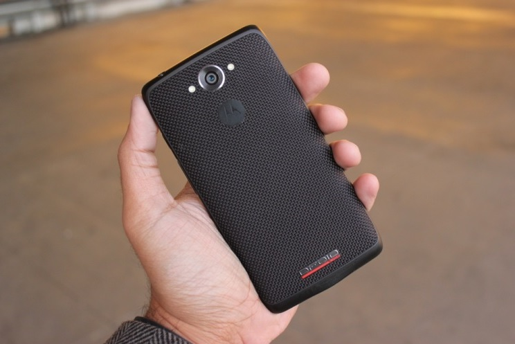 Motorola DROID Turbo - задняя панель (2)