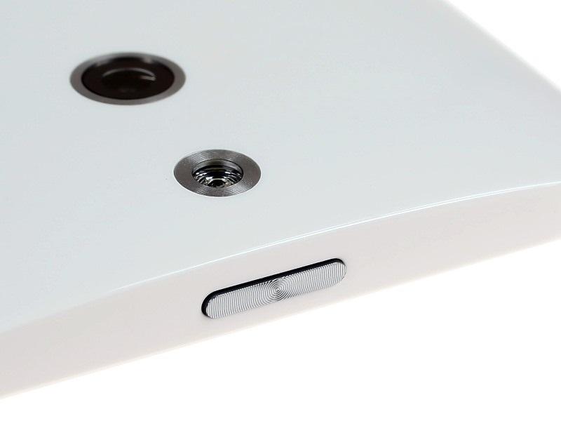 НТС One Е8 - Расположение камеры