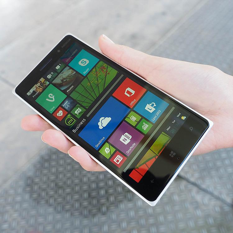 Nokia Lumia 830 - Экран