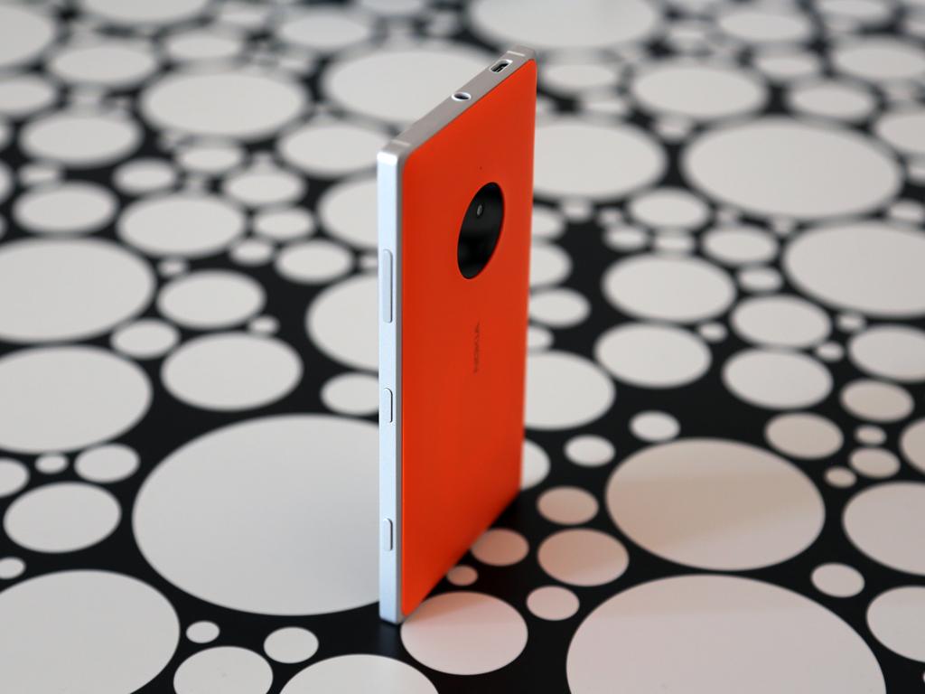 Nokia Lumia 830 - Задняя панель