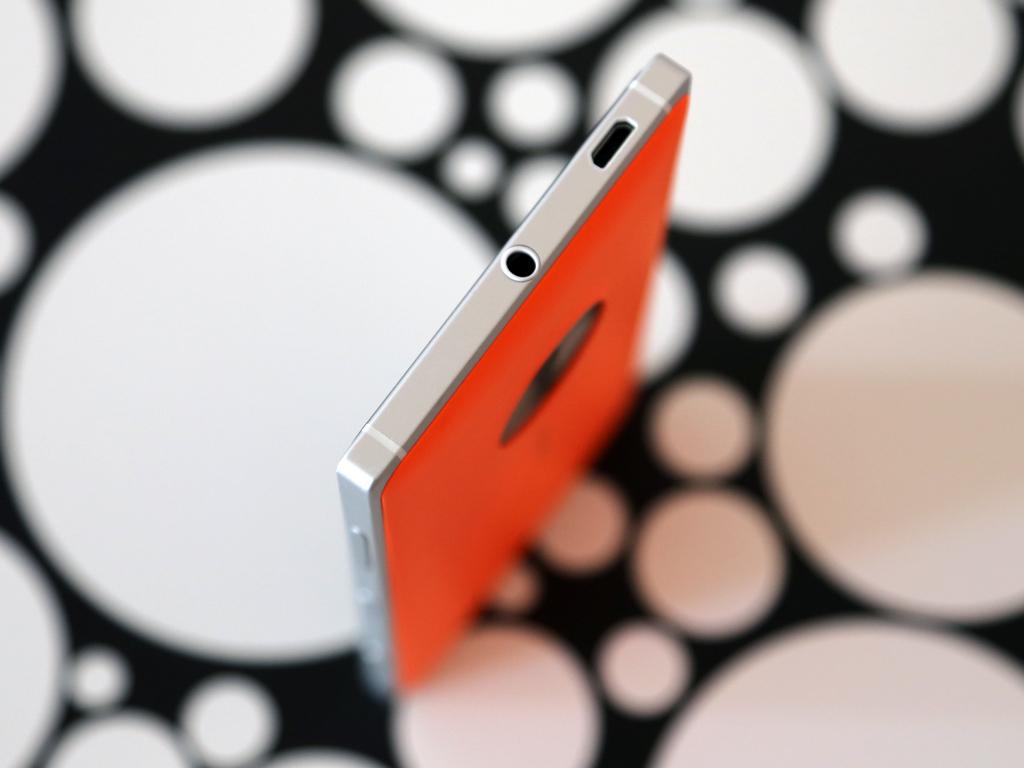 Nokia Lumia 830 - верхняя грань