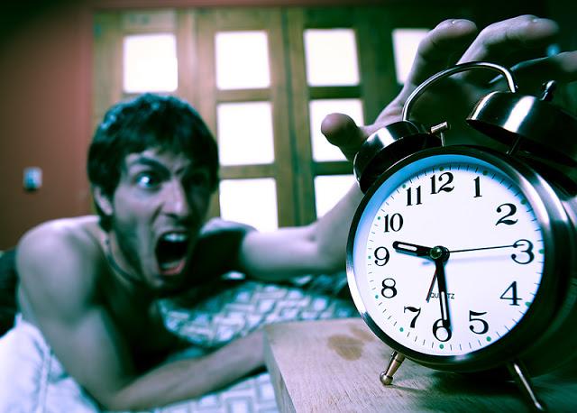 Опасный будильник-фото