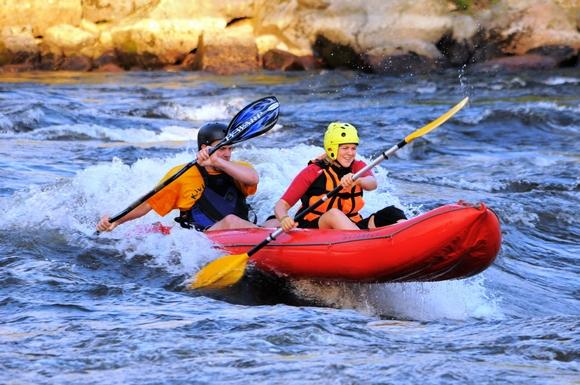 Передвижение по реке со стремительным течением