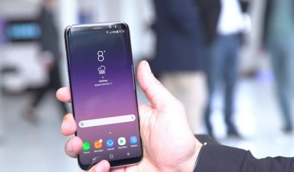 Приходи в АЛЛО и познакомься с Samsung Galaxy S8 – Galaxy S8 в руках