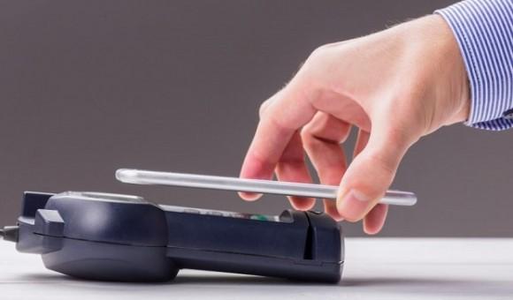 ПриватБанк запустил инструмент, позволяющий совершать оплату при помощи смартфона
