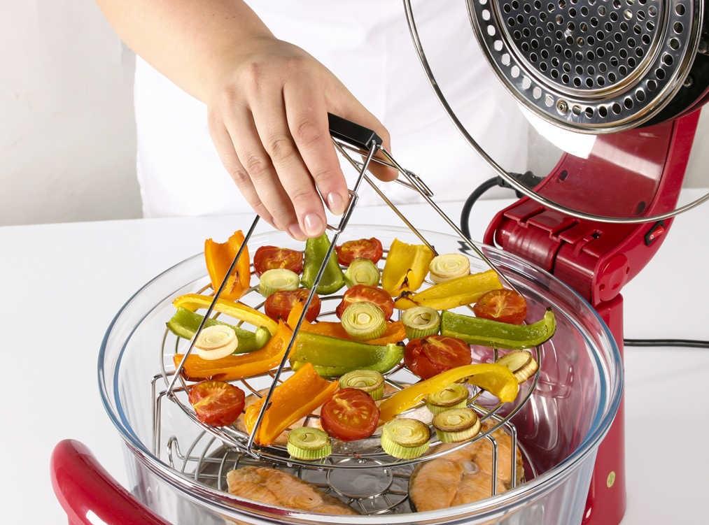 Щипці-рогачі дозволяють легко діставати готові продукти