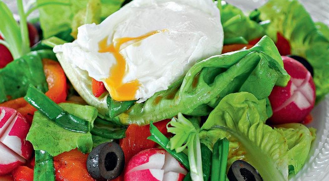 Салат из редиса с яйцом – пашот
