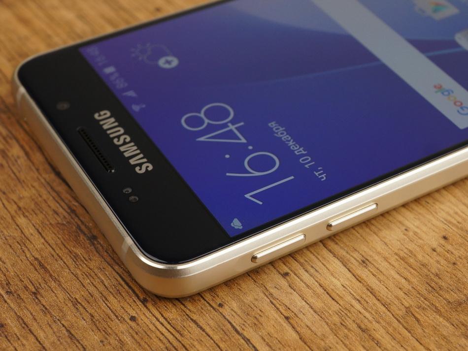 Samsung Galaxy A3 (2016)-эргономика левая грань