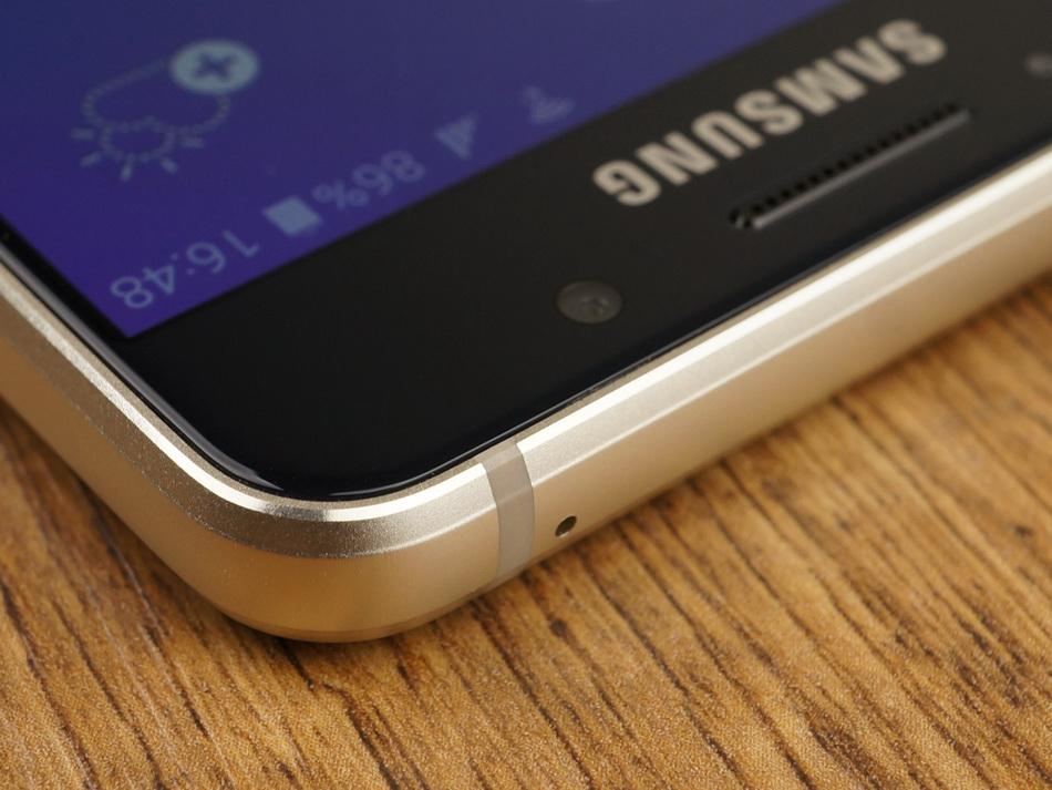 Samsung Galaxy A3 (2016)-эргономика верхний торец