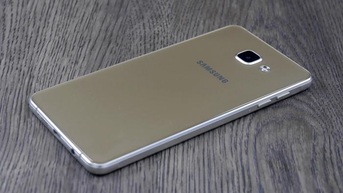 Samsung Galaxy A7 (2016)-задняя панель фото
