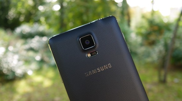 Samsung Galaxy Note 4-Тыльная сторона