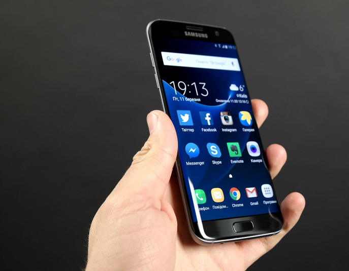 старте самсунг телефон с изогнутым экраном фото хотя