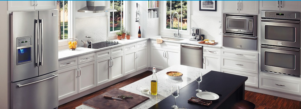 Side-by-side холодильник в интерьере кухни фото