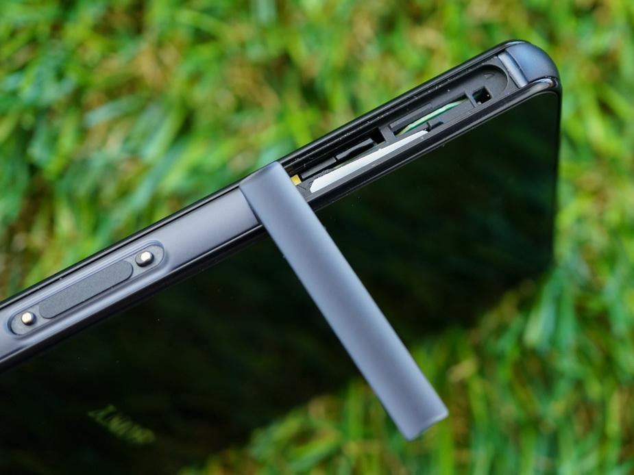 Sony Xperia Z3 compact D5803- эргономика смартфона
