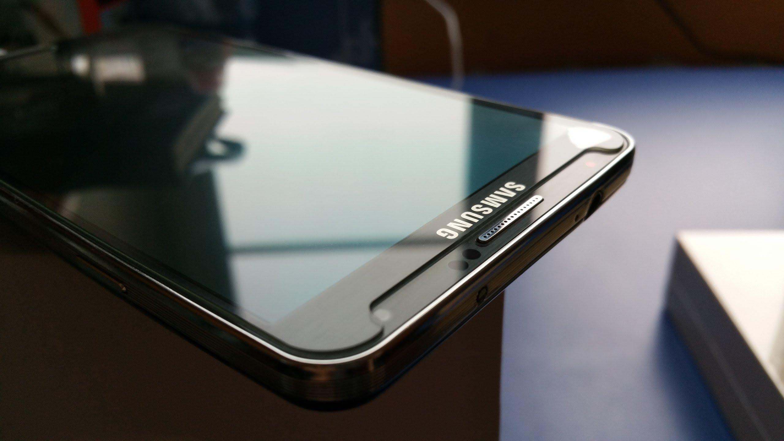 Защитное стекло на телефон помогает