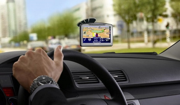 Советы от экспертов АЛЛО. Как выбрать автомобильный GPS-навигатор - главное фото